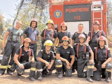 Cei 12 pompieri dâmbovițeni au ajuns acasă, după ce au încheiat cu succes misiunea de stingere a incendiilor în zona repartizată, insula Evia din Grecia