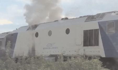 Incendiu izbucnit la compartimentul motor al unui tren în Gara Titu