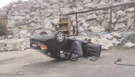 S-a dat peste cap cu mașina, șoferul scăpând cu viaļă