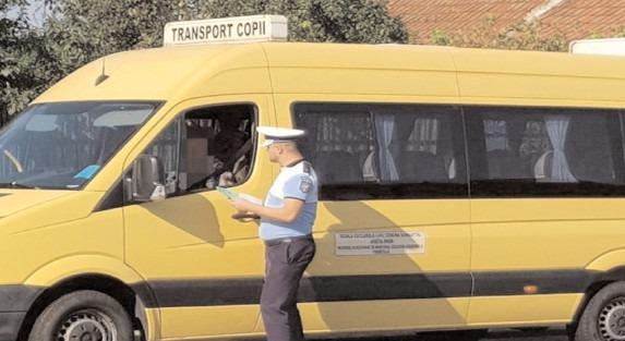 Polițiștii rutieri au verificat aproximativ 3.000 de autovehicule destinate transportului școlar