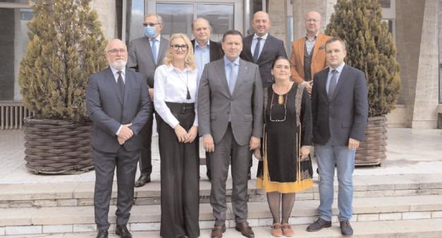 Arhitecții-șefi ai județului Dâmbovița, premiaţi de președintele CJ, Corneliu Ștefan
