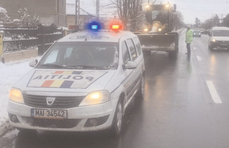 În ultimele 24 de ore, poliţiştii dâmboviţeni au aplicat 185 de sancţiuni contravenţionale, în valoare totală de 26.010 lei