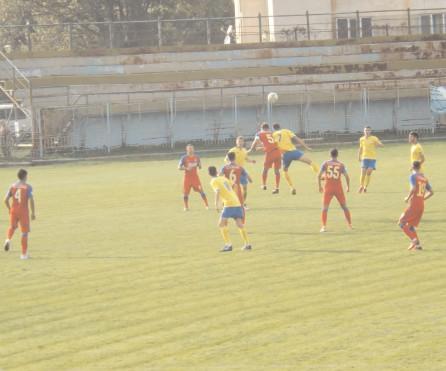 Meci amical. Antrenorul Gabriel Paraschiv a rulat întreg lotul de jucători Unirea Colibaşi – Flacăra Moreni 1-4 (0-2)