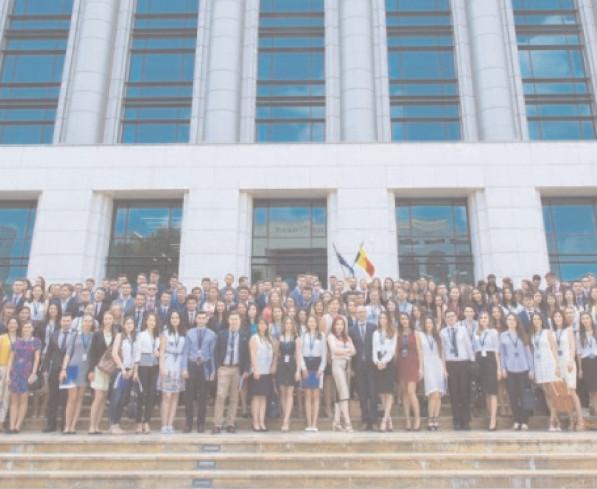Tinerii sunt aşteptaţi la Programul Oficial de Internship al Guvernului României şi în 2017