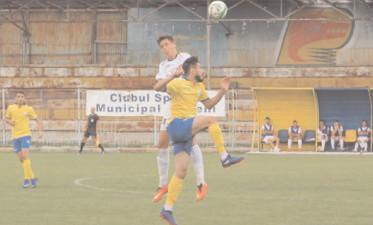 """Meci amical """"Lupii"""" de pe Cricovul Dulce au fost şefi în teren Flacăra Moreni – Telegraful Vălenii de Munte 3-1 (1-1)"""