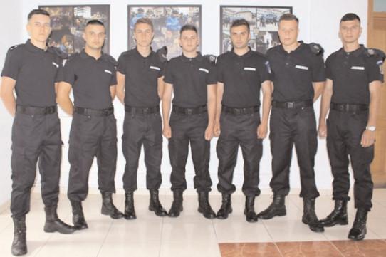 17 tineri dâmboviţeni, admişi la Şcoala de Subofiţeri Jandarmi Drăgăşani