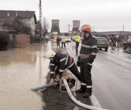 Inundaţiile au lovit mai multe localităţi dâmboviţene