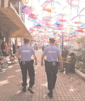 """Jandarmii, în mijlocul cetăţenilor la """"Serbările Băilor Pucioasa"""""""