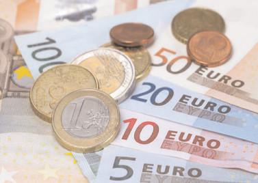 Cadou de 10 miliarde de euro pentru baronii locali?