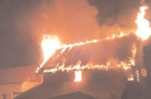 În ultima săptămână, pompierii dâmboviţeni au stins 11 incendii la gospodării