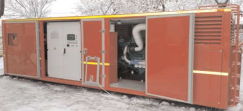 Un echipaj al ISU Dâmboviţa cu un container de mare capacitate generator de curent electric, trimis la Urziceni pentru a alimenta gospodăriile fără energie electrică