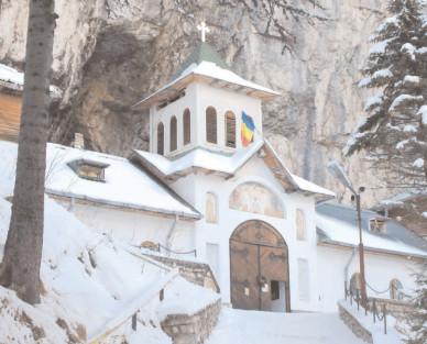 A scăzut considerabil numărul turiştilor care au vizitat Peştera ialomiţei