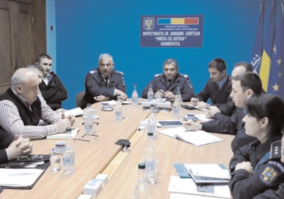 întâlnire cu reprezentanţii cluburilor sportive la sediul Jandarmeriei Dâmboviţa
