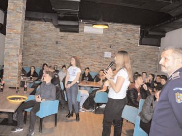 Cafeneaua Prevenirii organizată de structura de prevenire a criminalităţii la Moreni