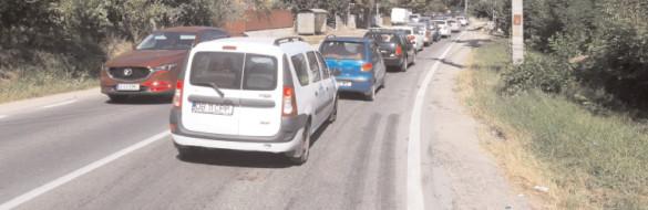 Ministerul Transporturilor trebuie să intervină de urgenţă pe DN 71 Târgovişte-Sinaia, zona Moţăieni unde este surpat carosabilul