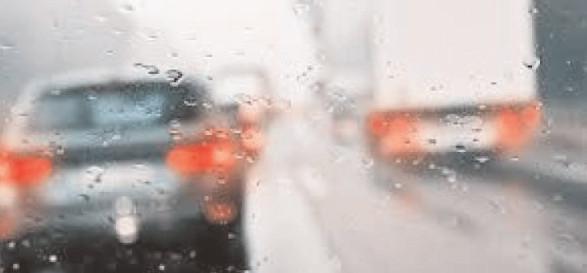 Conduceţi preventiv, pe timp ploios!