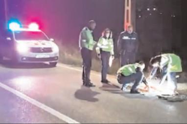 Un tânăr a intrat intenţionat cu maşina în trei amici