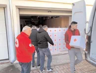 Crucea Roşie Dâmboviţa pregăteşte daruri pentru familiile nevoiaşe