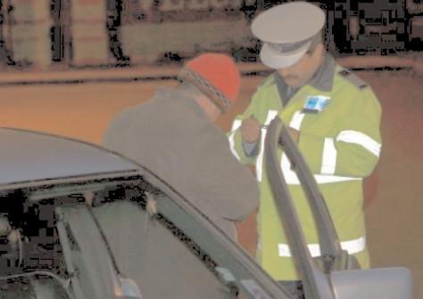 Doi bărbaţi, de 33 şi 40 de ani, cercetaţi de poliţişti pentru conducerea unor autovehicule sub influenţa băuturilor alcoolice