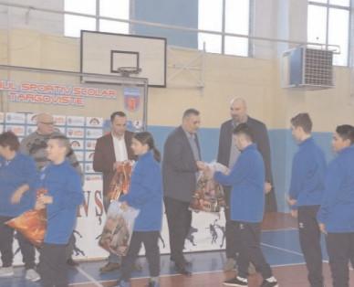 Clubul Sportiv Şcolar Târgovişte, în parteneriat cu Consiliul Judeţean Dâmboviţa şi Primăria Municipiului Târgovişte a premiat sportivii de lupte, baschet, judo, handbal