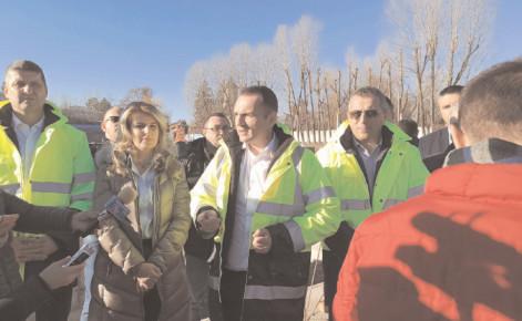 """Continuă lucrările la Stadionul """"Eugen Popescu"""""""