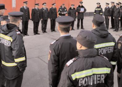 """Final de carieră militară pentru 4 pompieri de la ISU """"Basarab I"""" Dâmboviţa"""