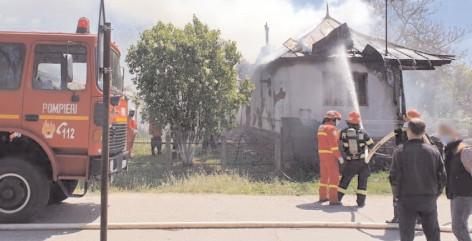 Incendiu la o casă din comuna Brăneşti