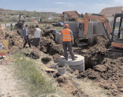 COVID-19 nu opreşte lucrările la reţeaua de canalizare şi celelalte investiţii din Răzvad