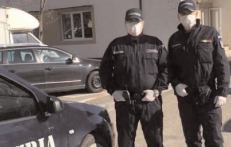 Intrarea şi ieşirea din satul Fântânele, monitorizate în permanenţă de patru echipaje de poliţie şi jandarmerie