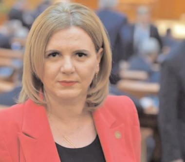 Deputatul Claudia Gilia: Cu toţii am văzut ce înseamnă ca un profesionist politruc să conducă învăţământul românesc