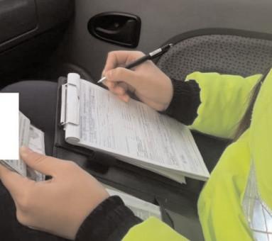 Conducea un autoturism, deşi avea permisul suspendat