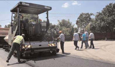 Lucrările de asfaltare continuă şi pe DJ 721 şi DJ 701