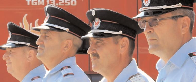"""Final de carieră pentru patru pompieri de la ISU """"Basarab I"""" Dâmboviţa"""