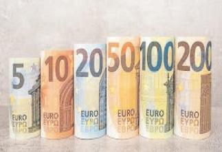 Euro va trece de 4,86 lei