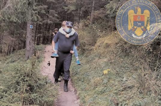 Jandarmii montani în sprijinul unui copil accidentat pe traseul montan Zănoaga – Scropoasa