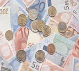 A urcat cursul euro, în condiţiile în care a crescut aversiunea faţă de risc, pe pieţele internaţionale