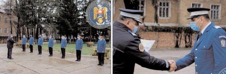 """Zece jandarmi dâmboviţeni -la încheierea mandatului de onoare în instituţia """"Oamenilor de arme"""""""