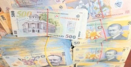 Piaţa valutară urmăreşte cu atenţie negocierile politice
