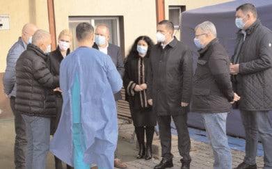 Spitalul Orăşenesc Titu a primit un container special pentru pacienţii suspecţi de COVID-19