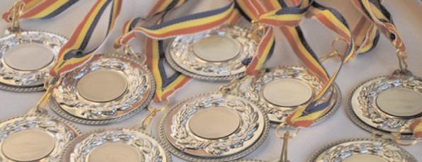 Sute de elevi, premiaţi de CJ Dâmboviţa, pentru rezultatele de la olimpiade şi concursuri