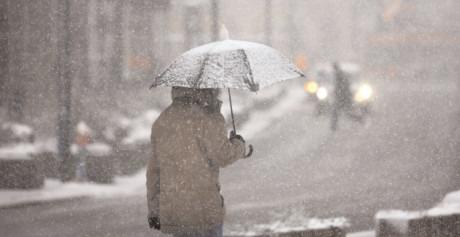 ATENŢIE. Vremea se schimbă radical şi în Dâmboviţa, ploi, lapoviţă şi ninsoare până sâmbătă