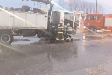 Incendiu la un autocamion încărcat cu fier vechi, în oraşul Găeşti
