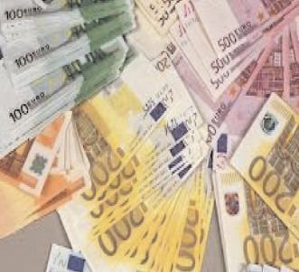 Euro a revenit la 4,87 lei