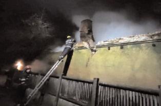 Incendiu la o casă, în comuna Crângurile, cu o victimă găsită decedată