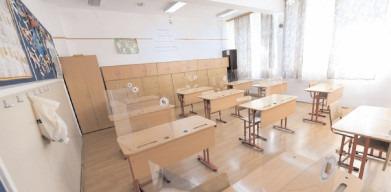 Ministerul Educaţiei nu a transmis şi nu va transmite către unităţile şi instituţiile de învăţământ nicio interdicţie expresă cu privire la oferirea de flori şi mărţişoare