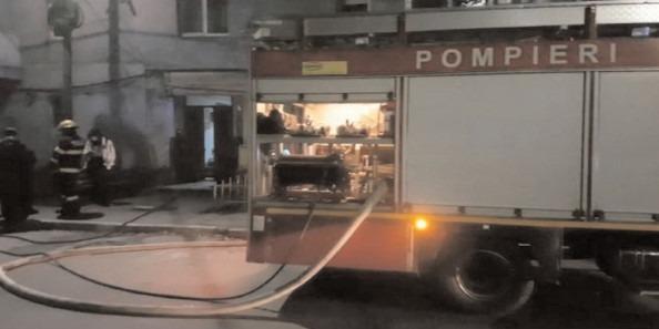 Incendiu la un apartament, 50 de persoane evacuate