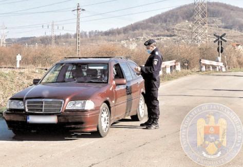 Jandarmii au continuat acţiunile de informare a populaţiei pe timpul stării de alertă