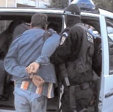 Reţinut de poliţişti pentru şantaj