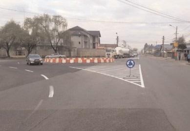 Sens giratoriu la intrarea în Târgovişte, la Romlux