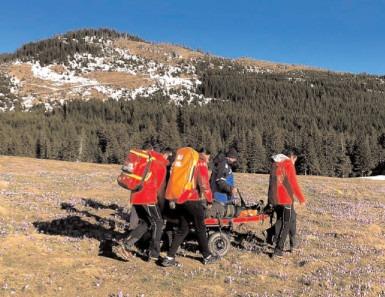 Turistă din Bran, ajutată de jandarmii montani şi salvamontişti